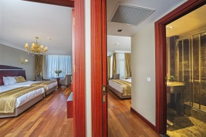 Golden_Park_Suite_room.jpg